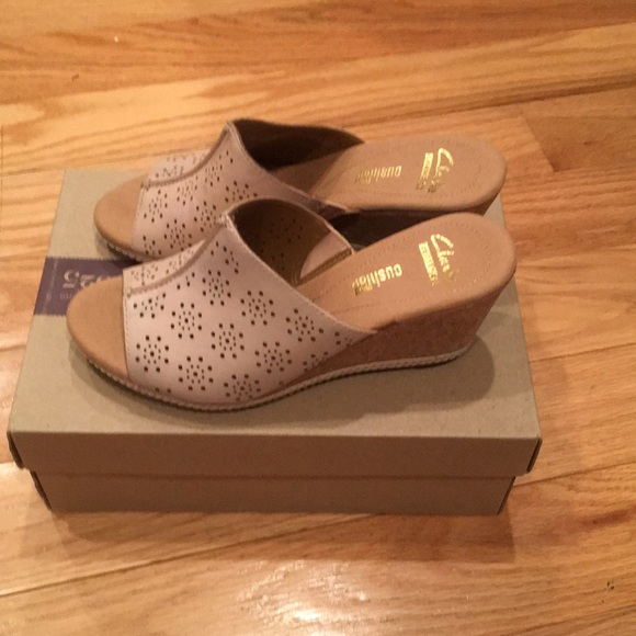 9c9c8e8f556 Clarks Shoes - Clark s Women s Helio Corridor Sandal New!